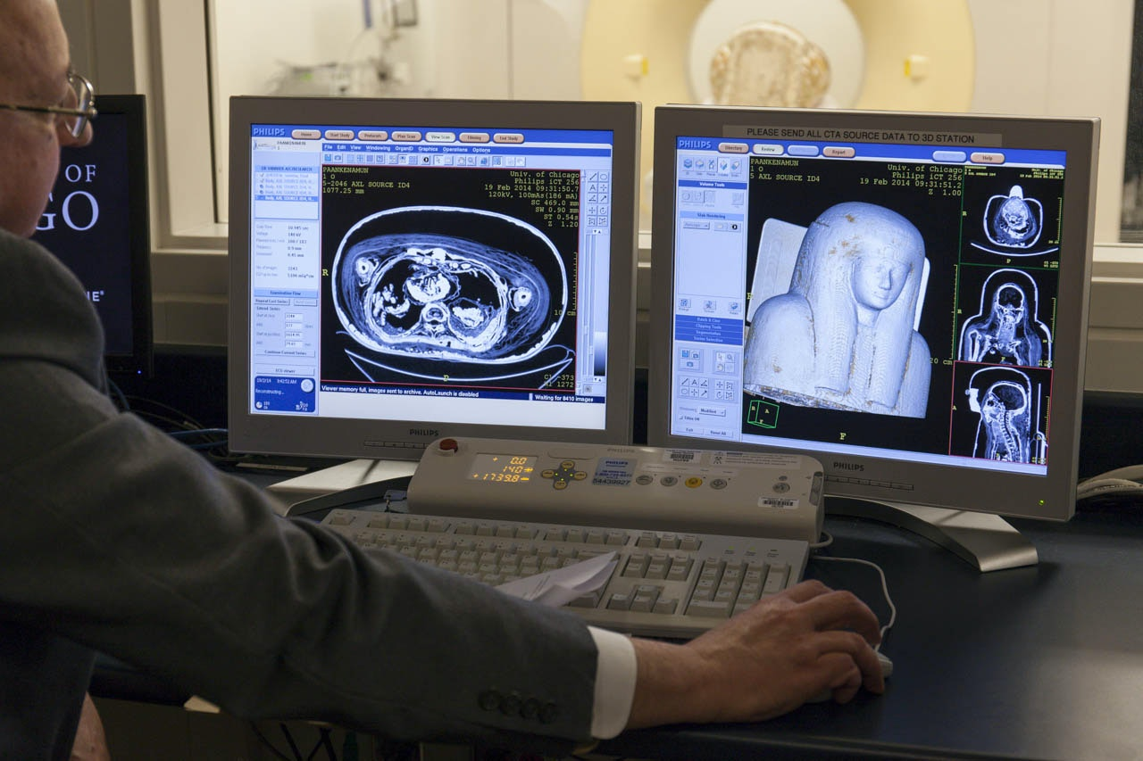 Dr. Vannier inspects the results of Paankhenamun's first round of scans.