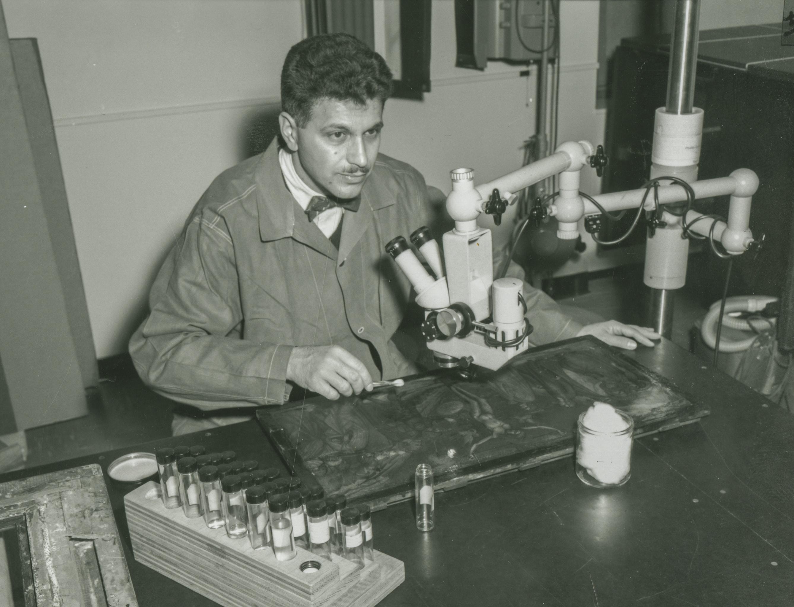 01 Pomerantz At Microscope